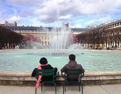 paris - fountain watchers